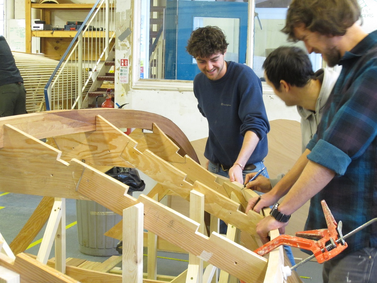 Laure - an 18' Version of the Donzi Deep V sweet 16 Inboard - Simon Hawksley - Boat Building Academy